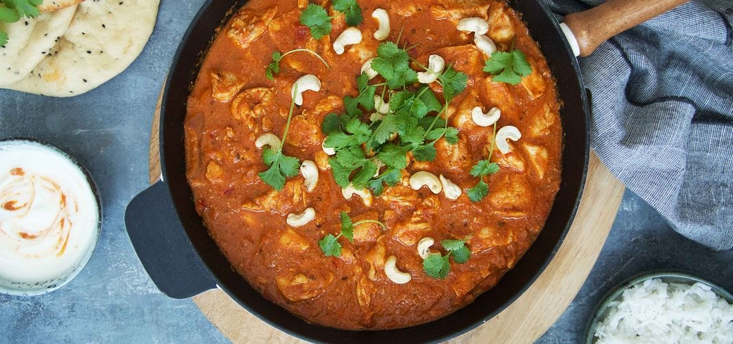 Butter chicken with naan bread